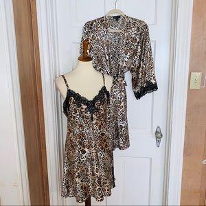 Jones New York Leopard Robe. Size L/XL